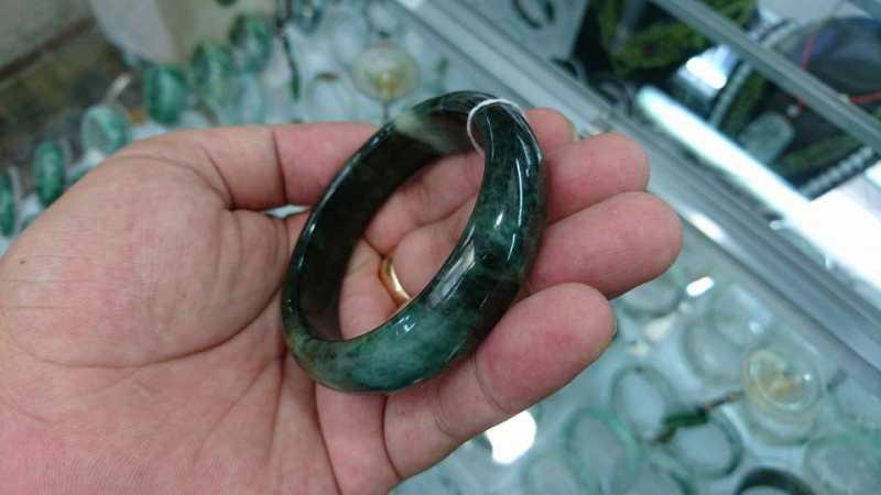 Vòng cẩm thạch thiên nhiên màu lý sơn thủy, vòng có đường kính trong 54mm 5.500.